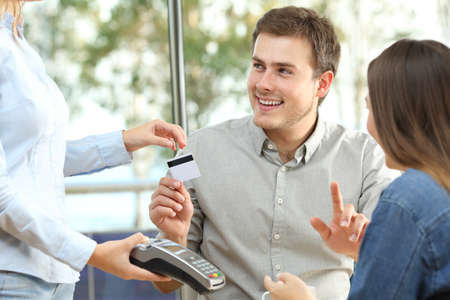 Couple ready to pay consumption with a credit card in a restaurant Foto de archivo