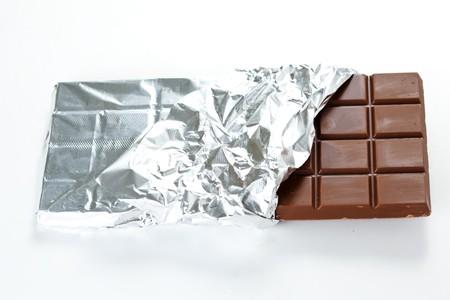 casse-cro�te: Savoureuse collation chocolat avec le bar laitier isol� Banque d'images