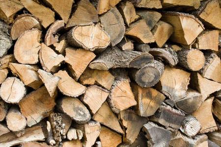 stockpiling: una pila de madera listos para ser quemados Foto de archivo