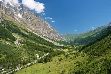 courmayeur: vista de verano del Valle de Ferret, Courmayeur, Italia Foto de archivo