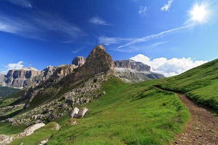Angesichts der italienischen Dolomiten mit Sella-Gruppe Berg