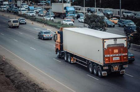 Samut Sakhon, Thailand - August 2019: LINFOX trucks ran for transportation on Rama 2 Road on August 12, 2019 in Samut Sakhon Province, Thailand. 新聞圖片