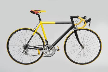 白い背景に黄色黒自転車レース 写真素材 - 43392655