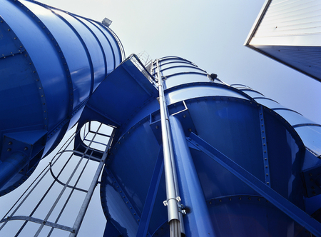 Bottom perspective of storage Tower Silos blue 報道画像