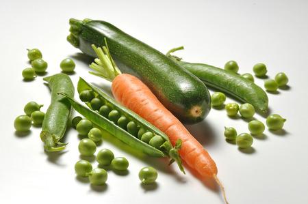 zanahoria: Imgredient Alimentación, guisantes zanahoria de verduras y calabacín Foto de archivo
