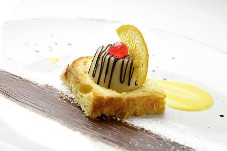 Dessert deel van de Siciliaanse cassata met Pasen cake