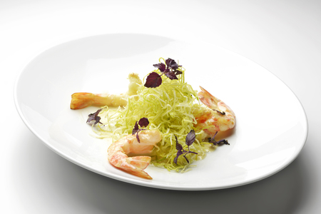 leeks: Appetizer Prawns with golden and crispy leeks
