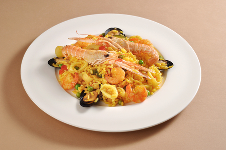 marisco: Dish with a portion of fish paella