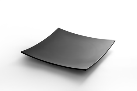 白い背景に孤立した黒い正方形の皿