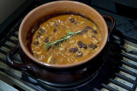 Pot with recipe of texan beans with rosemary
