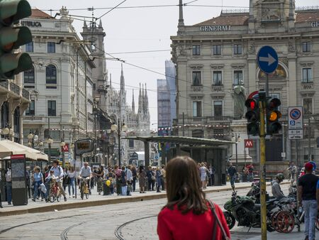 Milan, Italy - May 25, 2019: Crowd of tourists strolls for Saturday shopping in the Cordusio square Milan Redactioneel