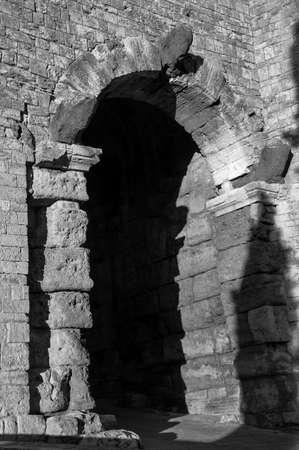 etruscan: Etruscan arch in Volterra Pisa