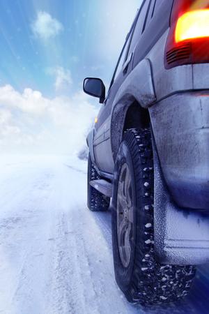 Winterbandenconcept, van weg het drijven Stockfoto - 78924008