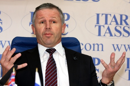narrator: Rossiya.Moskva, 2010. Winner of the first-ever World Cup, former captain of the New Zealand Rugby Union, Sean Fitzpatrick.