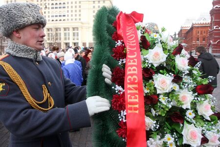 rossiya.moskva.23fevralya 2011g.vozlozhenie wreaths delegations of administrative districts of the capital on the grave of the Unknown Soldier in alevsandrovskm garden.