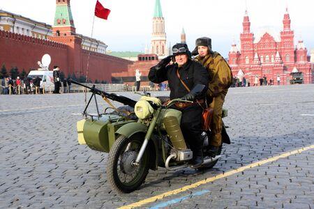 7. November 2011. Russland. Moskau. Die feierliche Prozession zu der Parade auf dem Roten Platz am 7. November 1941 gewidmet. Editorial