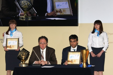Moscow. State Tretyakov callery. May 31.2012. World chess championship match.The closing ceremony. Champion Viswanathan Anand. Challenger  Boris GELFAND