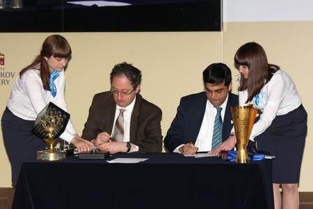 Moscow. State Tretyakov callery. May 31.2012. World chess championship match.The closing ceremony. Champion Viswanathan Anand. Challenger  Boris GELFAND