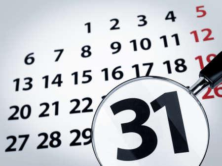 december kalender: Een vergroot glas op de 31e dag van een kalender pagina.