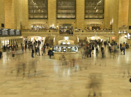 People finding their way through the Gran Central Station in NYC.