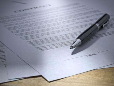 legal document: Cierre de un l�piz sobre un contrato para ser firmado.  Foto de archivo