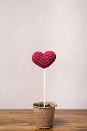 turba: Crocheted corazón en un vidrio de turba