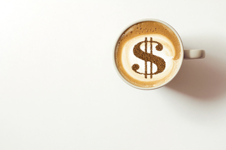 cup of coffee cappuccino with a picture of a dollar sign from cinnamon on milk foam Standard-Bild