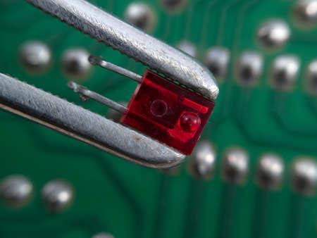 tenailles: LED rouge en tenailles elctronic montage macro