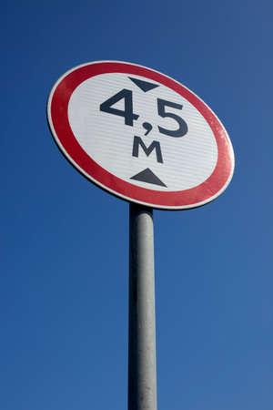 青い空の下で道路の規制標識があります。 写真素材