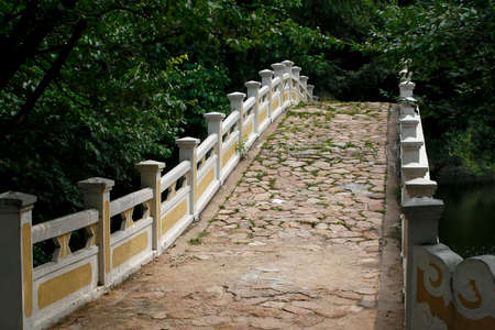 empedrado: Old bridge paved with stones, view from below Foto de archivo