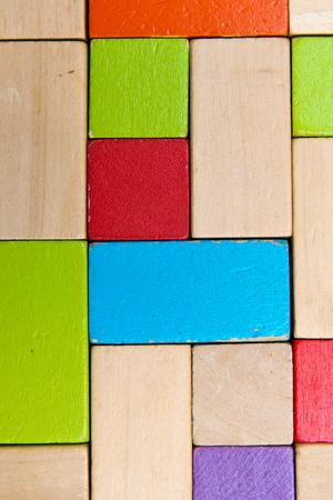 slantwise: alcuni, blocchi di legno colorati crea uno sfondo Archivio Fotografico