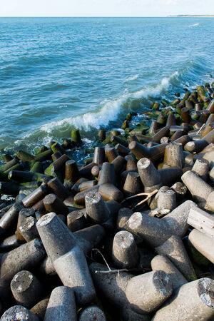 groyne: breakwater - many huge stones, the horizon