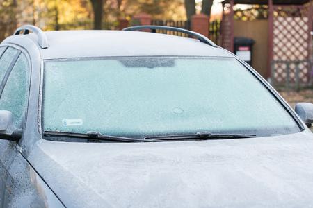 프 로스트 덮여 자동차입니다. 추운 아침