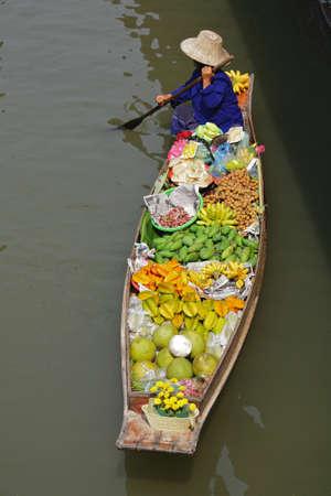floating market: Damnoen saduak Floating Market, Thailand.