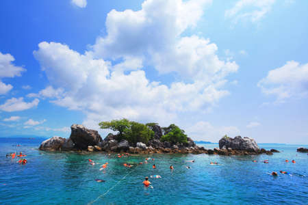Group Snorkelling Travel. near kho chang islands in thailand Standard-Bild