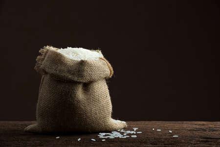 riso bianco: riso bianco in sacco di tela ruvida