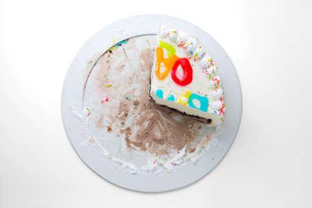 rebanada de pastel: pastel rebanada aislada en un fondo blanco Foto de archivo