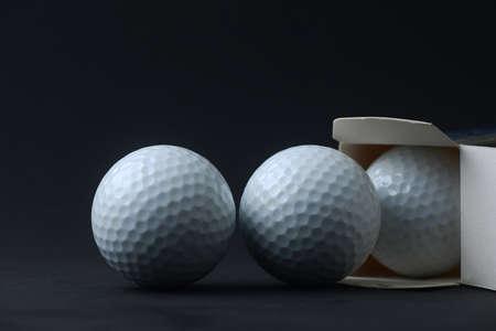 Golf ball: abierta nueva pelota de golf de la caja