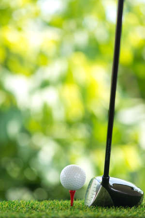 drive a golf ball on tee Stockfoto