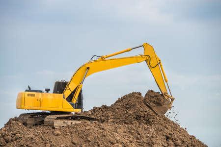 cargador frontal: Industrial truck loader excavator working