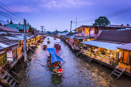 Samut Songkhram, Thailand - March 23 Amphawa floating market in Samut Songkhram, Thailand. It is one of the most popular floating markets in Thailand. 新聞圖片