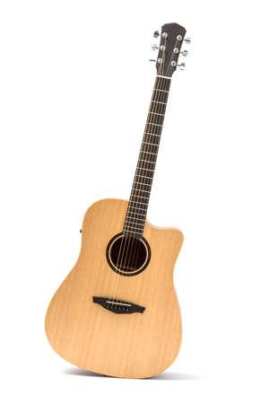 Akustikgitarre isoliert weißer Hintergrund