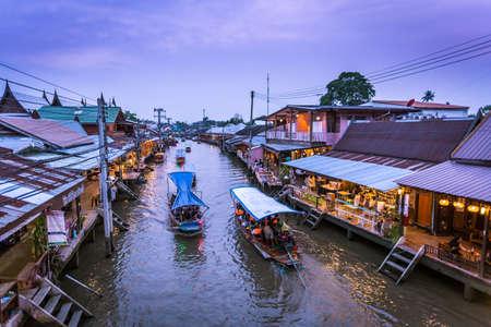 Samut Songkhram, Thailand - March 23 Amphawa floating market in Samut Songkhram, Thailand. It is one of the most popular floating markets in Thailand. Editöryel