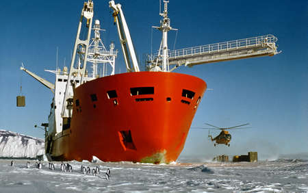 expedition: research ship brings expedition to Antarctica