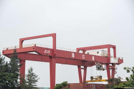 Terminal kontenerowy w porcie Haikou, miasto Haikou, prowincja Hainan
