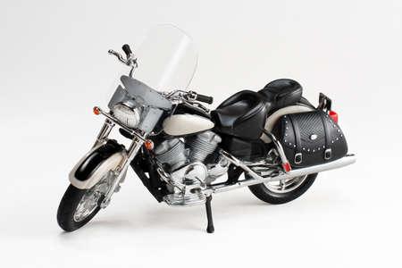 白い背景に分離されたグッズ バイク