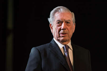 Buenos Aires, Argentina - May 6, 2016: Nobel Laureate in Literature Mario Vargas Llosa during the presentation of his book Cinco esquinas as part of Buenos Aires International Book Fair at La Rural on May 06, 2016 in Buenos Aires, Argentina. Banco de Imagens - 56160504