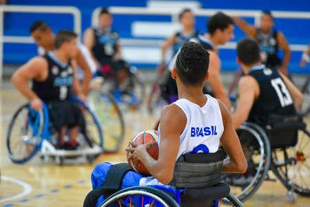 paraplegico: Buenos Aires, Argentina. 27 Jan, 2017. Brazil vs. Argentina wheelchair basketball game during the Americas Championship 2017.