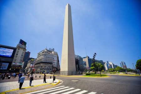 ブエノスアイレス, アルゼンチン - 2016 年 11 月 29 日: のオベリスク (エル オベリスコ) 資本連邦で最も認識されているランドマーク。人々 は