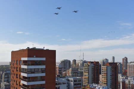 ブエノスアイレス、アルゼンチンの 2017 年 5 月 27 日: 3 つのロッキード c-130 ハーキュリーズ 207th ブエノスアイレスの 5 月革命記念日の祭典の間にア